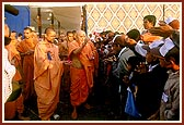 After performing his morning puja, Swamishri blesses the balaks who had pilgrimaged on foot