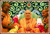 The sadhus of Bharuch who had persevered in the mandir project garland Swamishri
